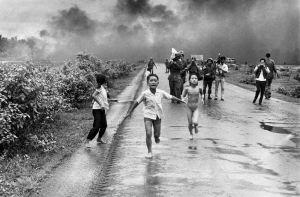 guerra niños corriendo