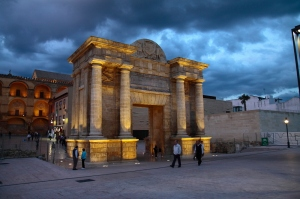 El Arco del Triunfo se erigió en honor de Felipe II en vida del poeta para conmemorar su victoria en Granada
