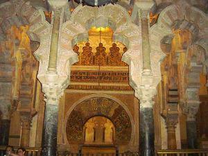 Detalle del antiguo Mihrab de la mezquita