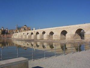 ¿Cuántas veces cruzaría Góngora nuestro antiguo puente con su imagen de San Rafael?