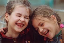 niñas riendo