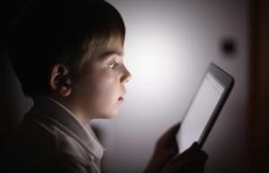 childcare-experts-caution-parents-over-amount-of-time-their-kids-spend-on-tablets